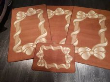 ROMANY GYPSY WASHABLES NON SLIP SET OF 4 MATS BROWN-BEIGE GOOD THICK MATS BOWS